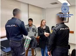 Una mujer embarazada fue trasladada por la Policía Nacional al hospital