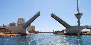 Las lluvias obligan a interrumpir el tráfico marítimo en Puente del Estacio en La Manga del Mar Menor