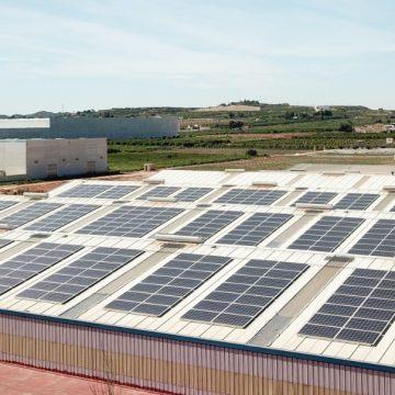 Jovir instala paneles solares en la cubierta de sus instalaciones