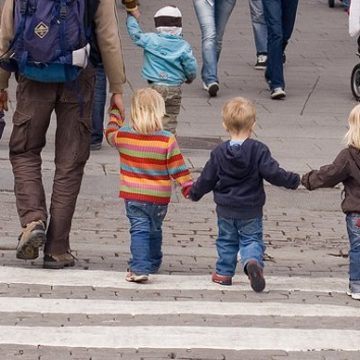 Lanzan una campaña para que los niños puedan salir a la calle de forma regulada