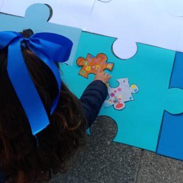 Día Mundial del Autismo: el pañuelo azul como representación de los niños con TEA