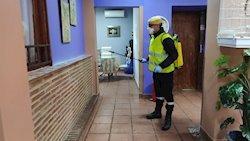Andalucía autoriza la salida de residencias de ancianos no contagiados