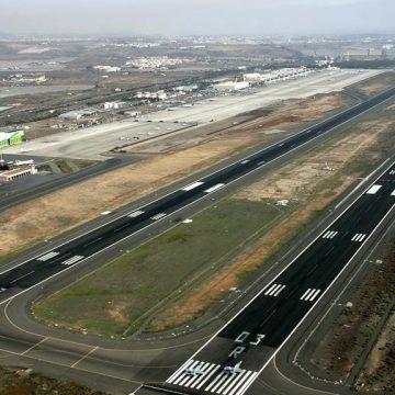 Aterriza el primer vuelo comercial directo China-Canarias con 100.000 hisopos para test