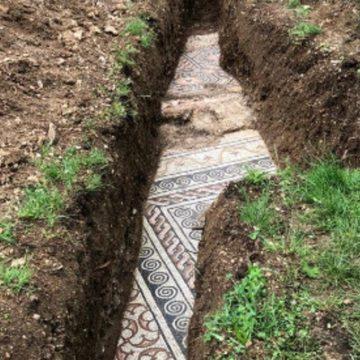 Arqueólogos italianos descubrieron en Verona un mosaico de la antigua Roma en perfecto estado