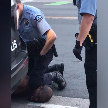 Racismo policial en EEUU: un vídeo capta la muerte de un hombre negro en EEUU tras ser asfixiado por un policía blanco