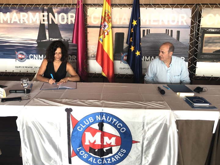 Turismo crea una campaña para deportes náuticos en el Mar Menor entre escolares