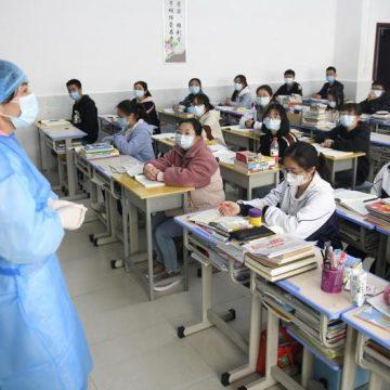 Unos 37 niños y dos adultos fueron apuñalados en una escuela en China