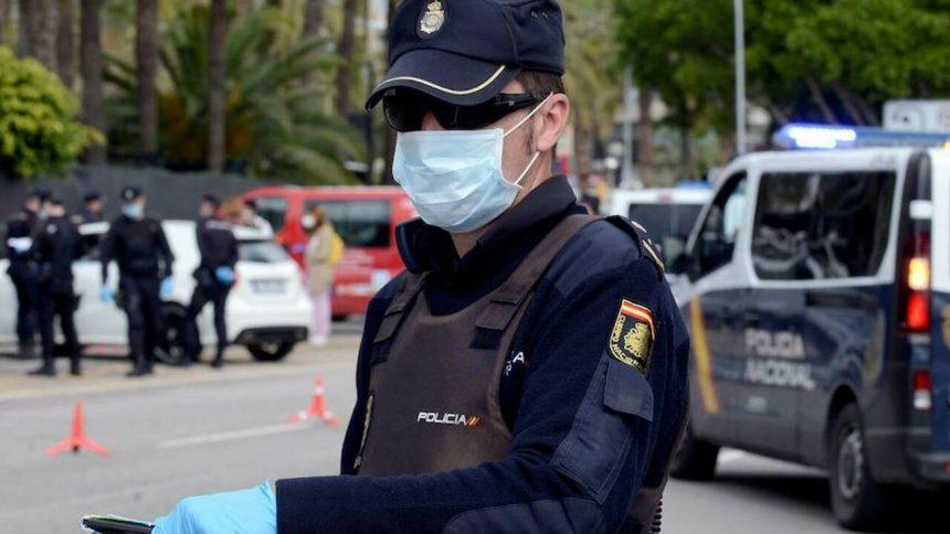 Policías de Murcia aislados tras el caso positivo detectado en un inmigrante llegado en patera
