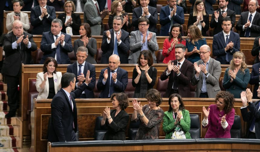El PSOE llena su bancada del Congreso y renuncia al voto telemático