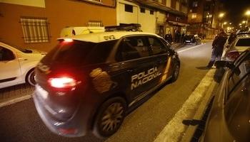 Roba un vehículo en Murcia amenazando a sus ocupantes con un palo