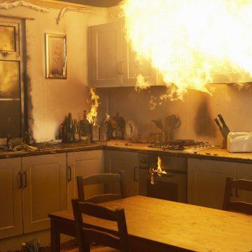 Se incendia una vivienda de Los Urrutias y dos vecinos se ven afectadas por el humo