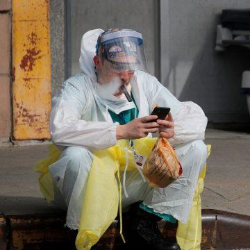 Un estudio ha determinado que el uso de cigarrillos electrónicos multiplica por cinco el riesgo de contraer coronavirus