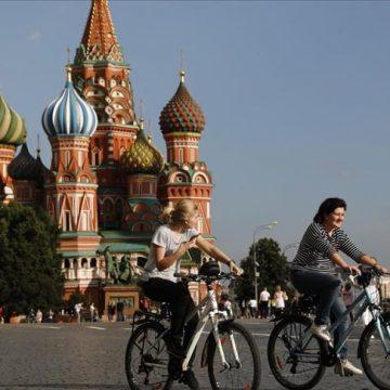 """Rusia tacha de """"infundadas"""" las críticas a su vacuna contra el coronavirus"""