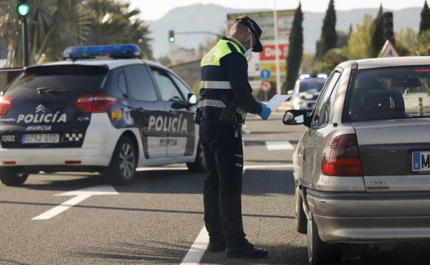 La-Policia-Local-de-Murcia-multa-a-casi-200-personas-por-incumplir-las-medidas-contra-el-Covid-19.jpg