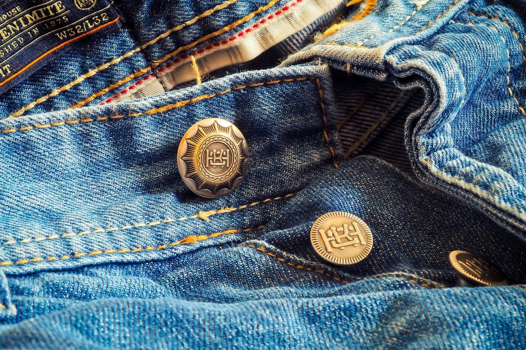 Aprende a customizar los pantalones vaqueros