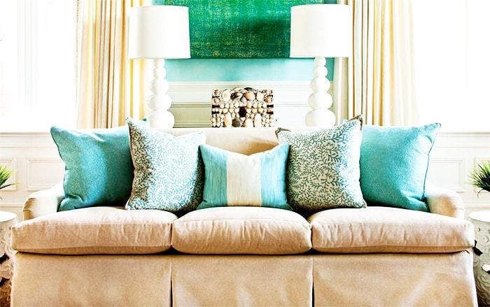 Decoración de cojines para un sofá de lo más original