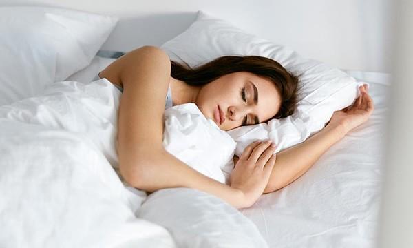 ¿Cómo evitar roncar al dormir? Un problema tan molesto como frecuente
