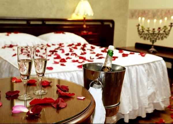 Decoración de noche de bodas para lograr la habitación perfecta