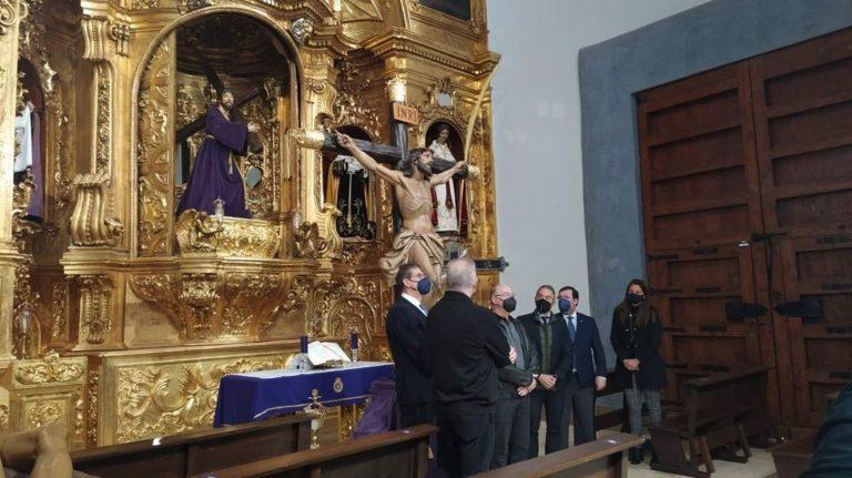 Cultura entrega a la Cofradía Marraja de Cartagena el Cristo de la Agonía restaurado