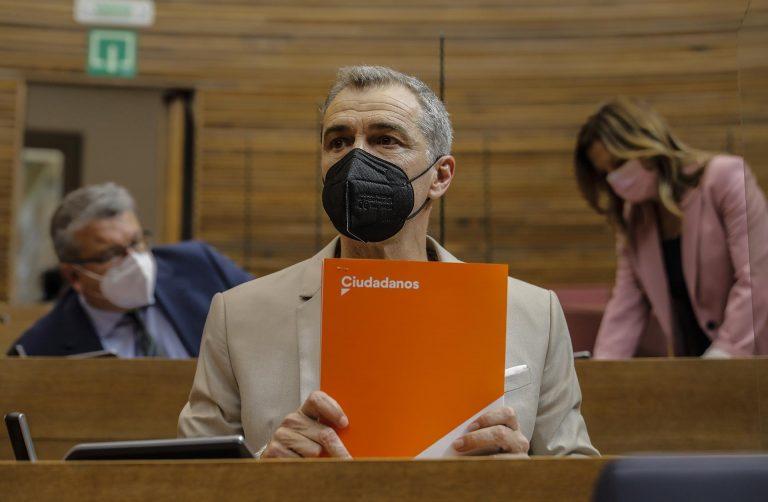 Toni Cantó deja su cargo en Ciudadanos, renuncia a su escaño en las Cortes Valencianas y deja la política