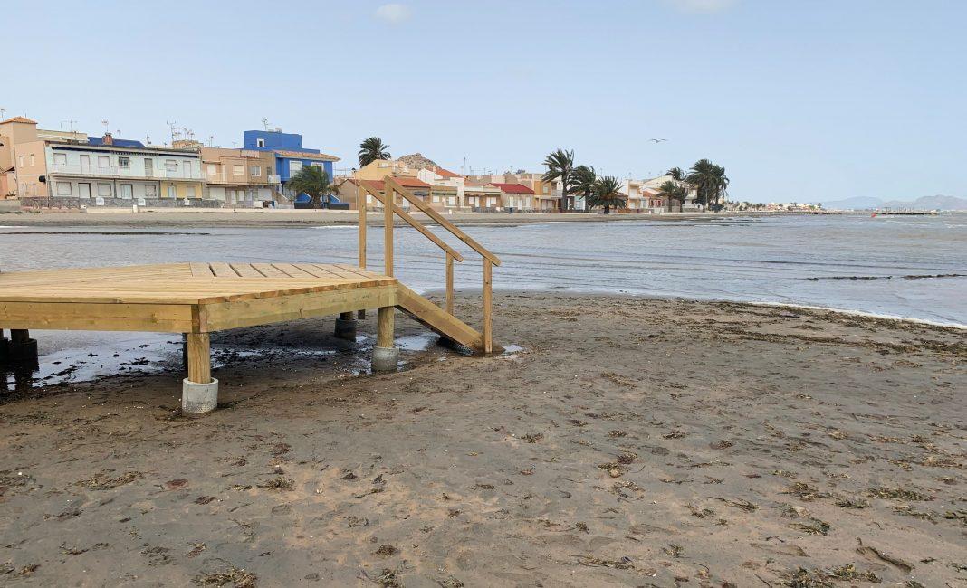 Bajada de uno de los balnearios instalados en Los Urrutias