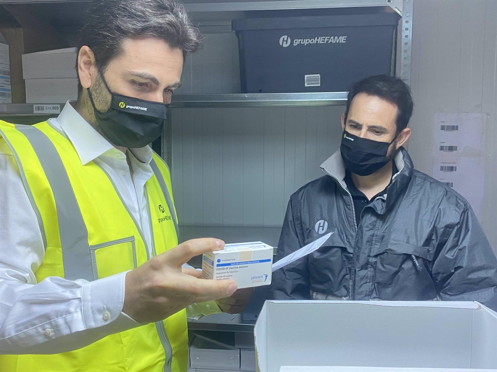 hefame recibe en santomera las primeras 4 650 vacunas de janssen para la region de murcia