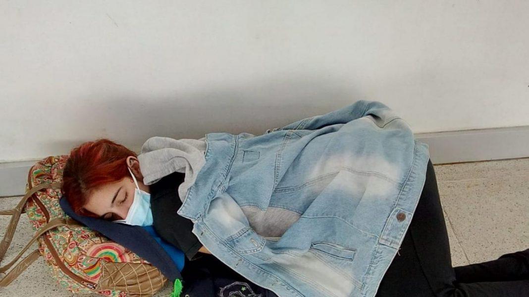 Lara, una joven de 22 años que ha muerto en el suelo del hospital mientras esperaba a ser atendida por Covid