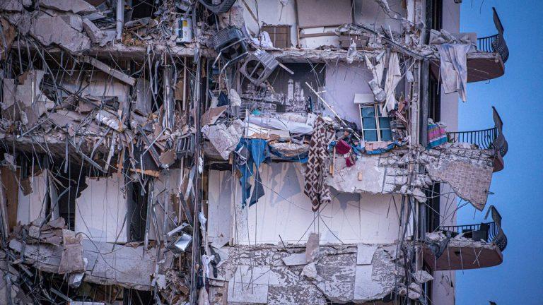 Derrumbe de un edificio en Miami: 9 víctimas mortales y más de 150 desaparecidos