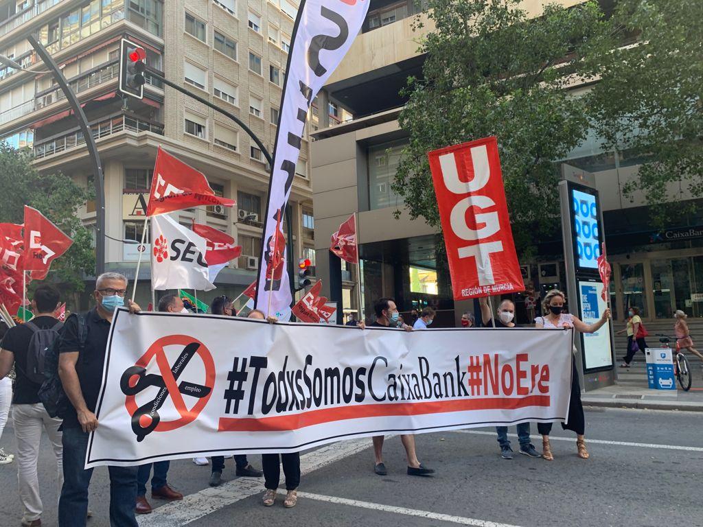 Concentración contra el ERE de Caixabank en Murcia del 22 de junio