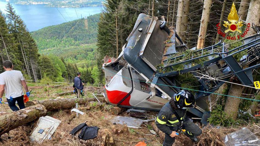 Sale a la luz un vídeo que captó el accidente de teleférico en el que perdieron la vida 14 personas en Italia