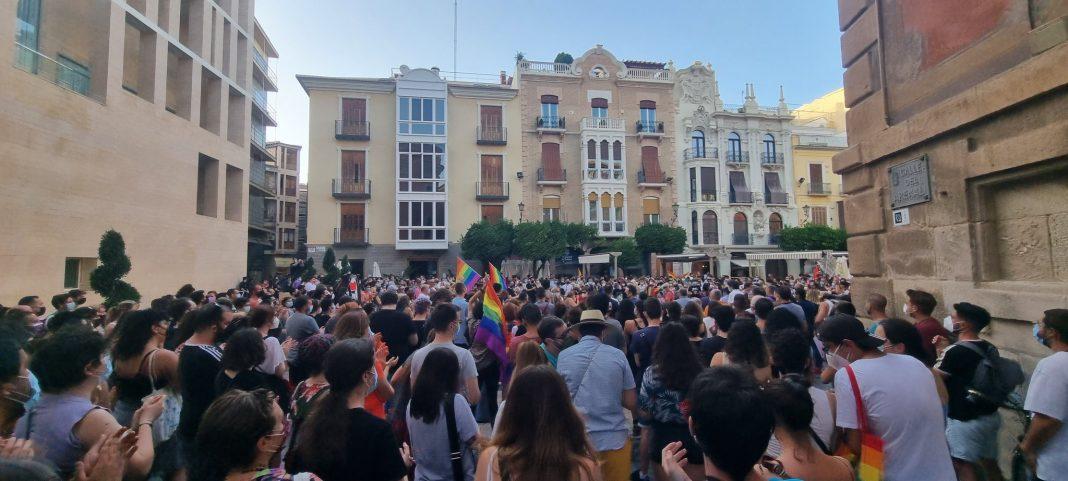 Concentración por la muerte de Samuel en la plaza Cardenal Belluga de Murcia