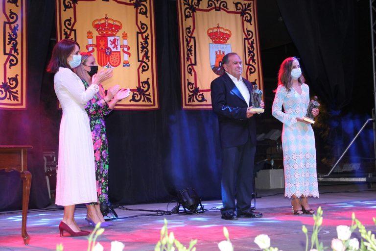 Las Fiestas Patronales de Bullas comienzan con el pregón del médico Salvador Egea y al enfermera Maria Rosario Fernández