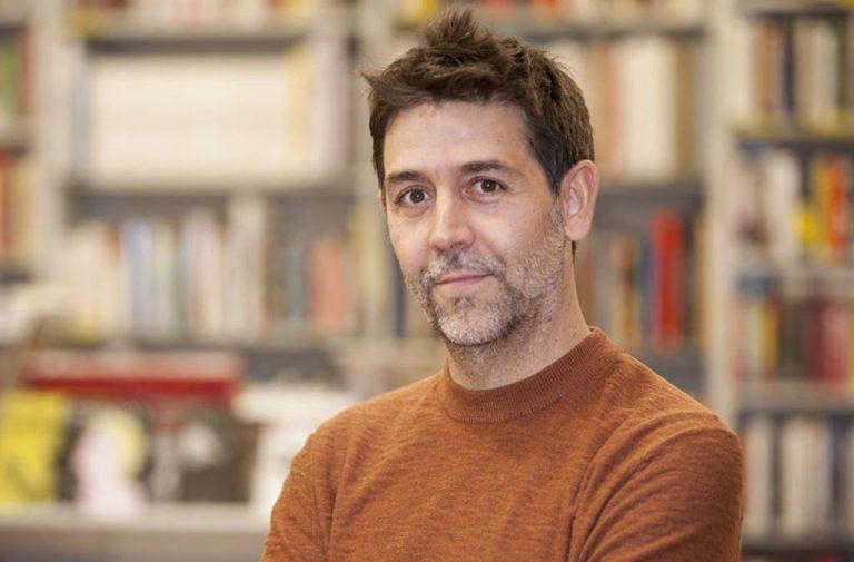 Óscar J. Martínez presenta 'Umbrales. Un viaje por la cultura occidental a través de sus puertas' en Cartagena Piensa
